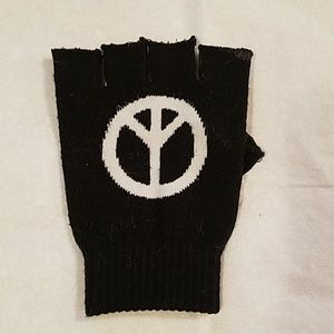 Peace sign glove